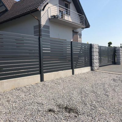 Ogrodzenie posesji w Dolaszewie, KONSPORT P82 w połączeniu z gabionami