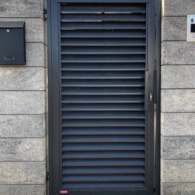 Ogrodzenie posesji w Pile przy ulicy Brzoskwiniowej, KONSPORT model PS004