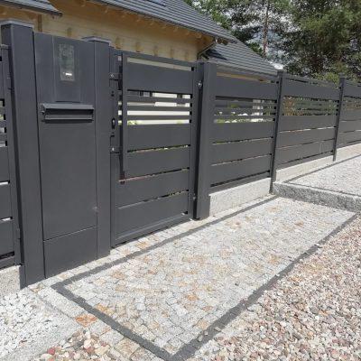 Ogrodzenie posesji w Zawilcach, PLAST-MET model Trawertyn MX